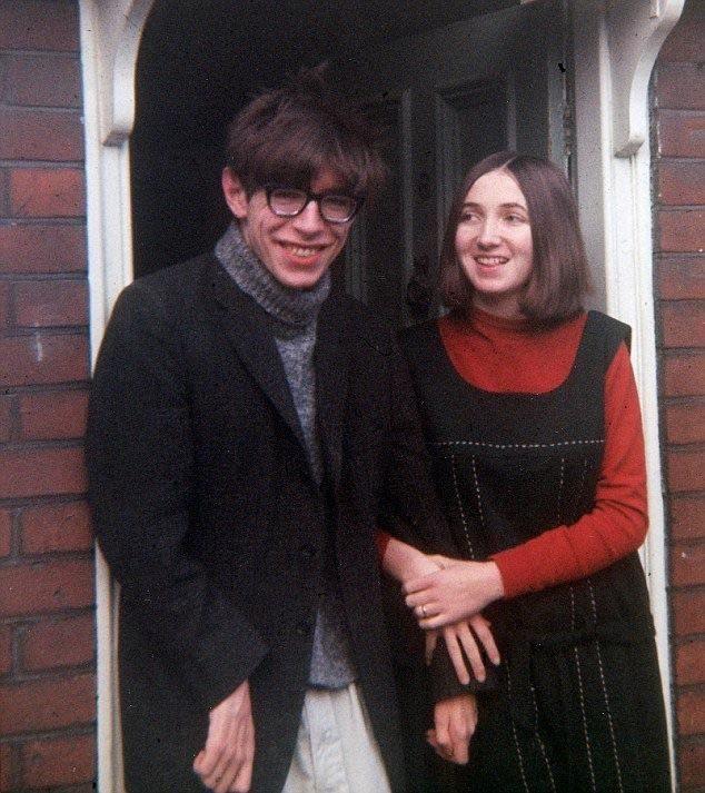 Stephen Hawking et sa future épouse