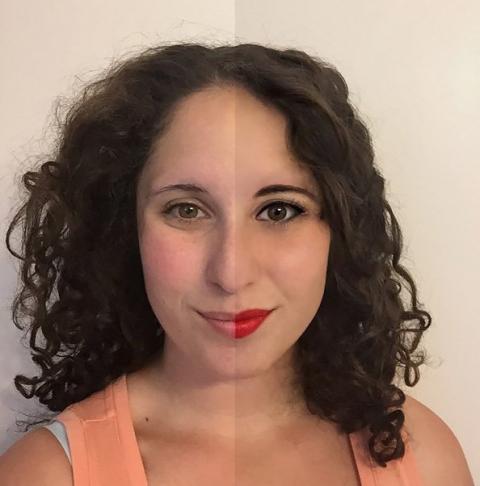 Une femme à moitié maquillée