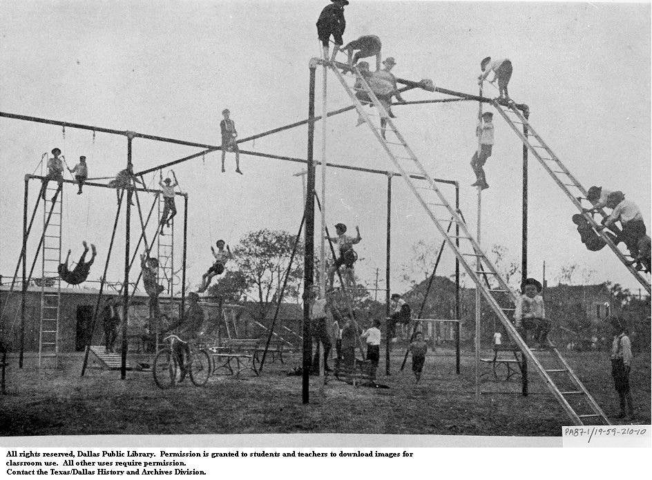 une ancienne structure de jeux en 1900