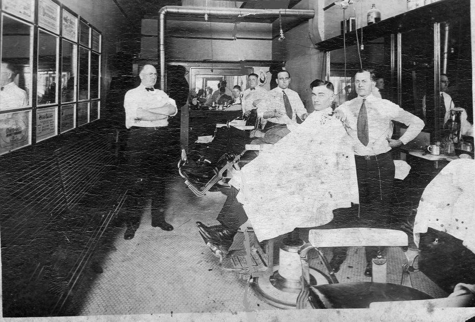 Un barbier en 1920