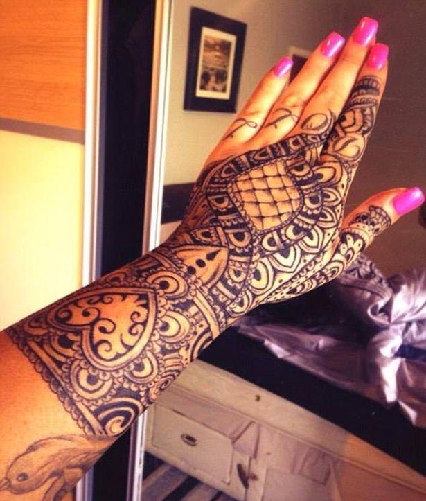 Le tatouage sur la main de Claire Shepherd