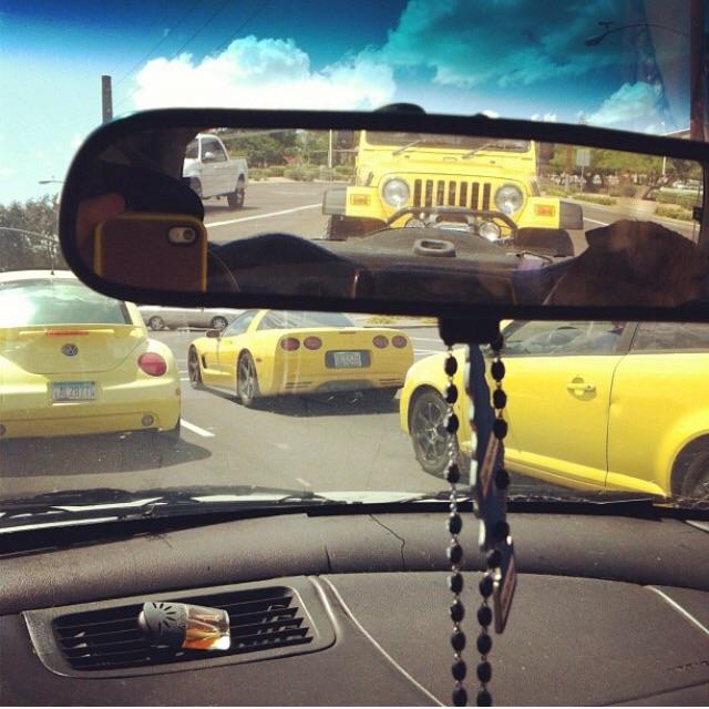 voitures jaunes