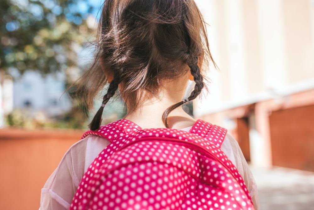 une écolière absente avant les vacances d'été