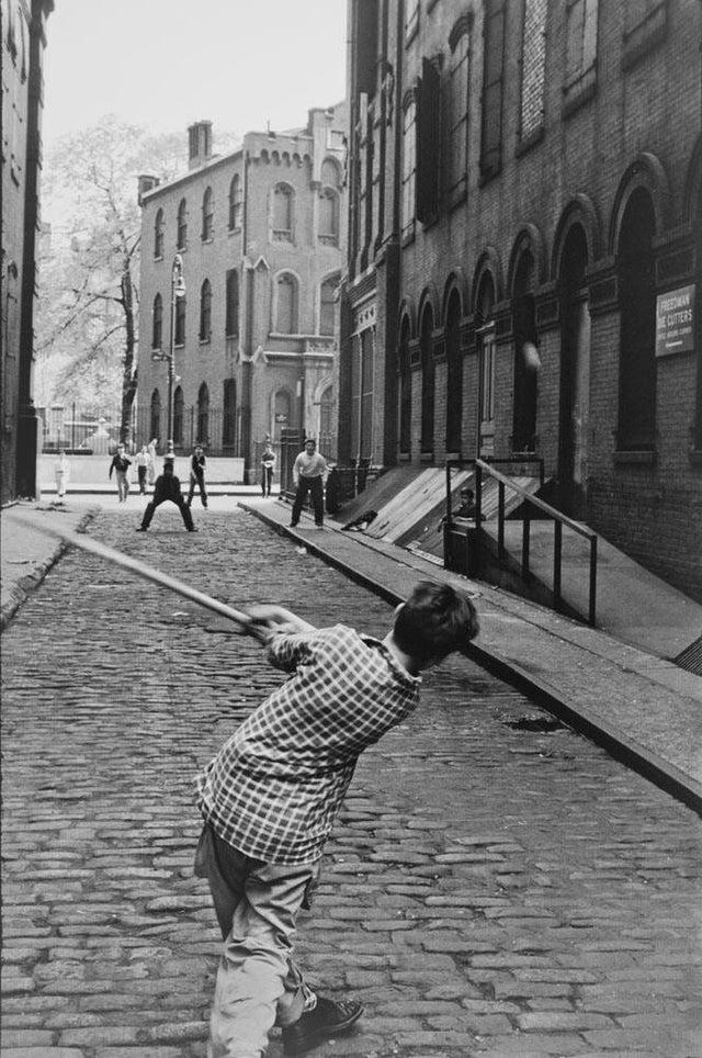 Des enfants qui jouent en 1954 à New York