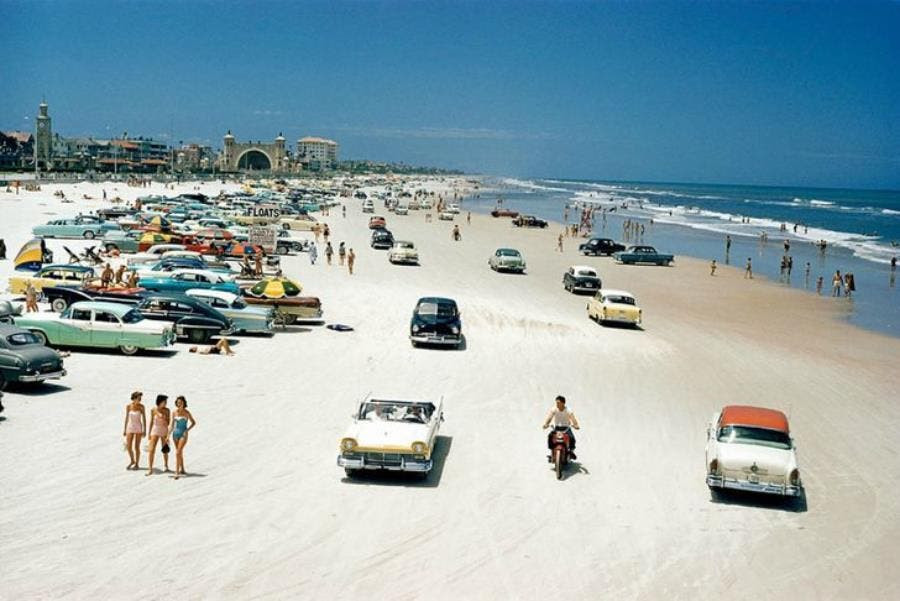 Une plage de Floride en 1957