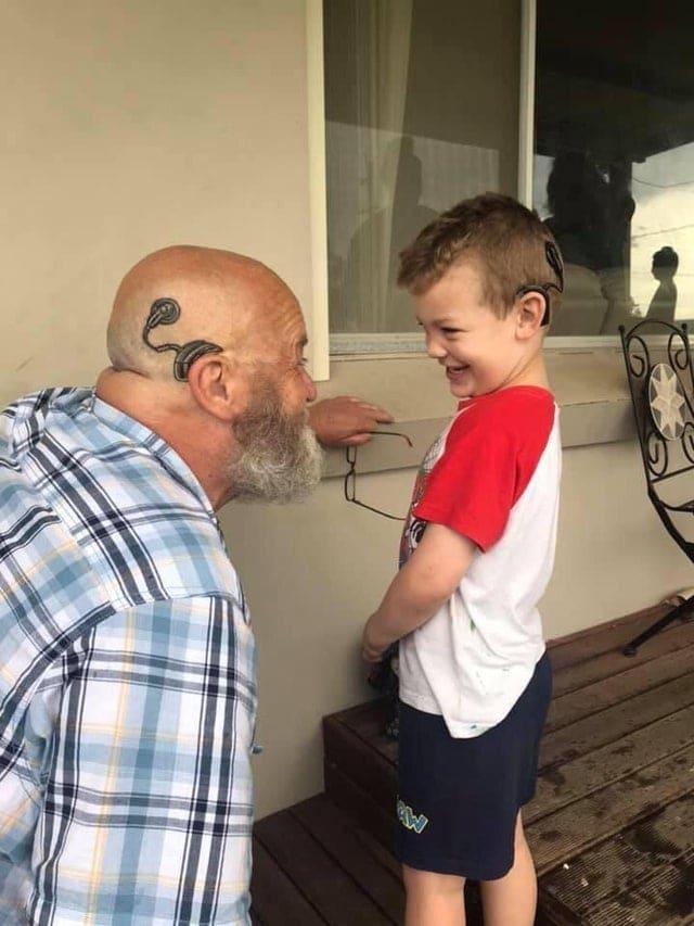 un grand-père tatoué