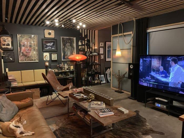 Le salon et le coin télé