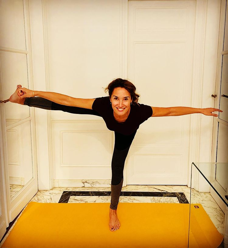 la journaliste de TF1 en tenue de yoga