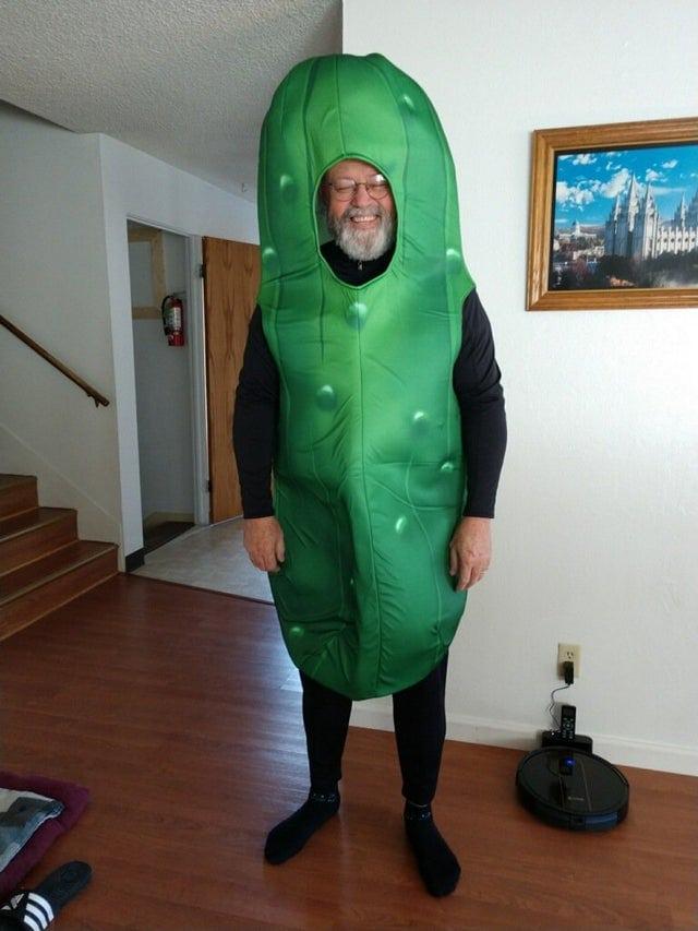 un adulte déguisé