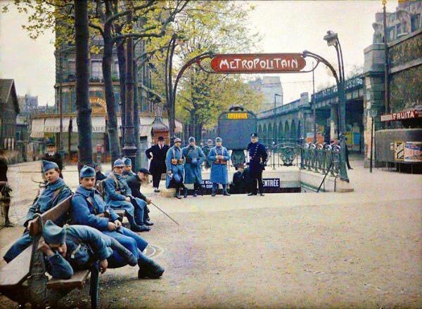 une vieille photo couleur de Paris