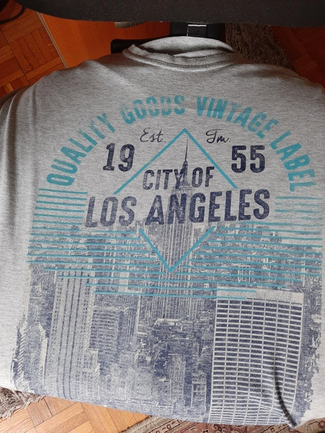 Un t-shirt imprimé avec la mauvaise ville