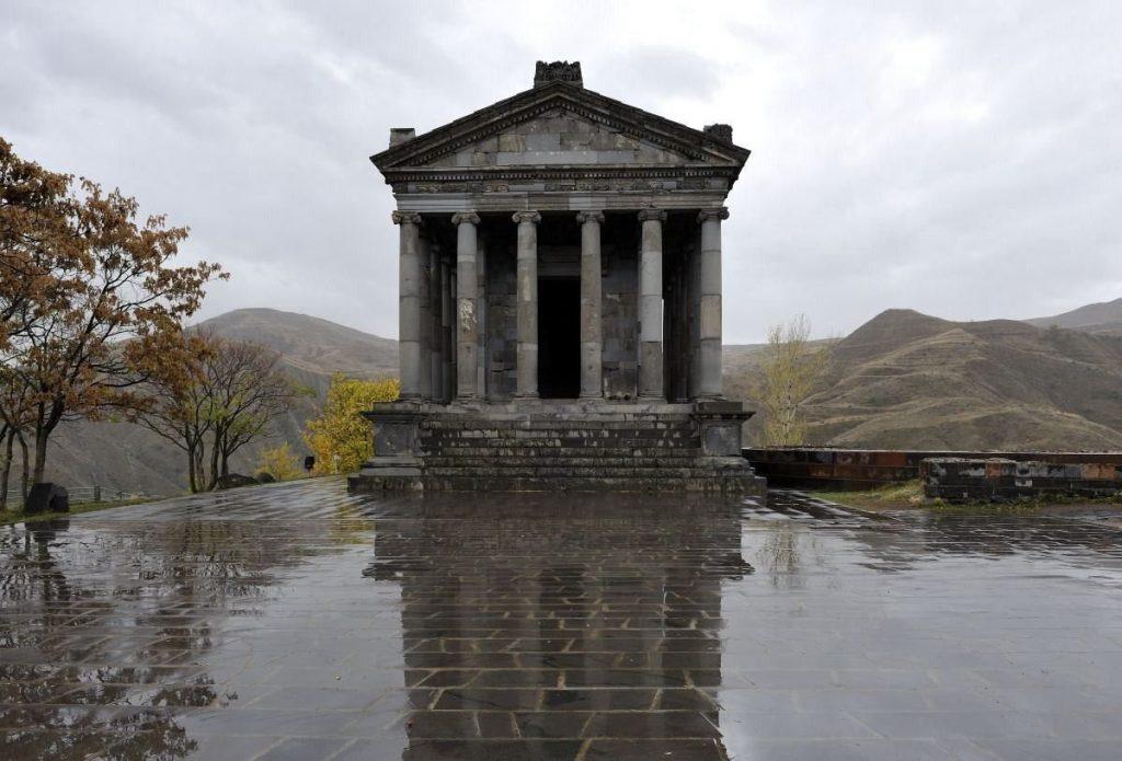 un ancien temple grec en arménie