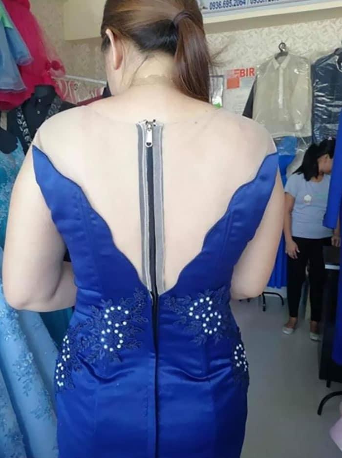 une robe avec fermeture éclair