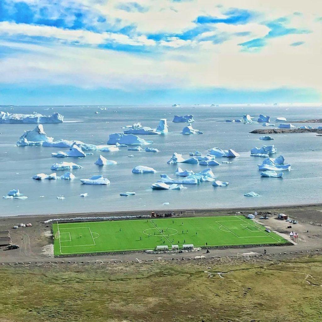 Un terrain de foot au Groenland
