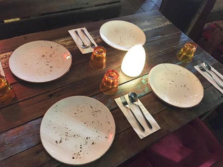 des assiettes de restaurant
