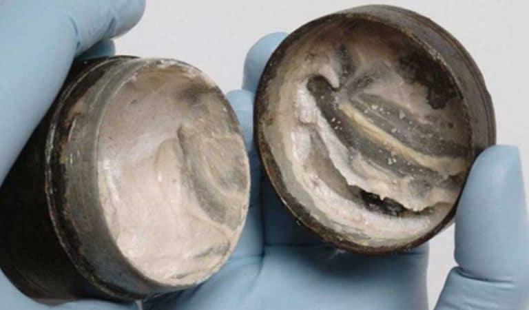 Une crème pour le visage vieille de 2000 ans découverte par des archéologues : son contenu analysé