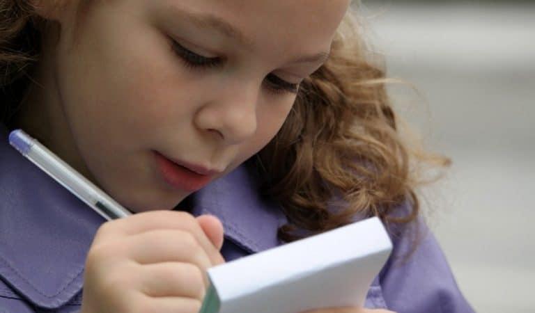« Ognon », « paélia » :  la Suisse modifie l'orthographe de 2.500 mots pour simplifier l'apprentissage du français