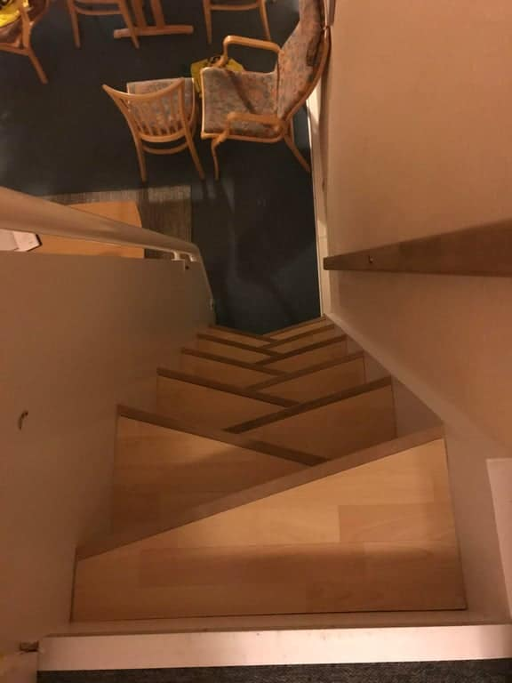 un escalier raide