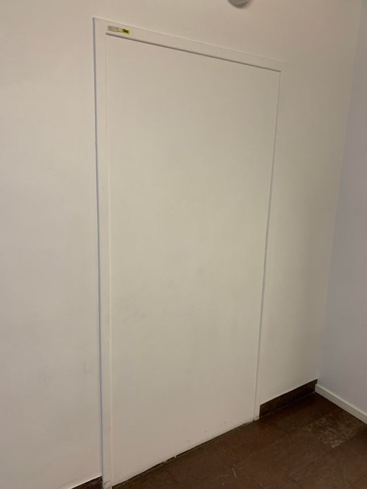 une porte sans poignée