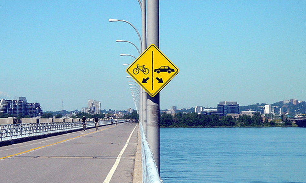 insolite-vélo-voiture-signe
