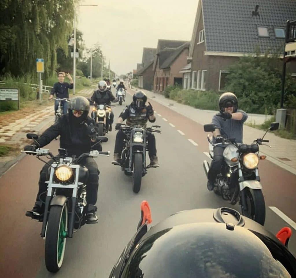 photobombing-motards