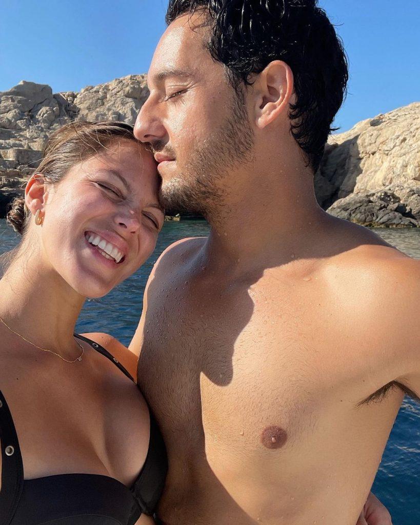 Iris Mittenaere en vacances avec son compagnon