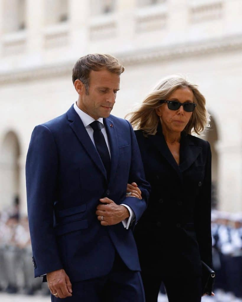 Brigitte Macron et son mari rendent hommage à Jean-Paul Belmondo