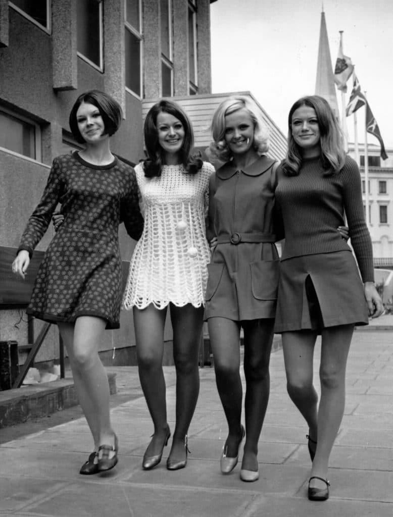 Femmes en minijupes