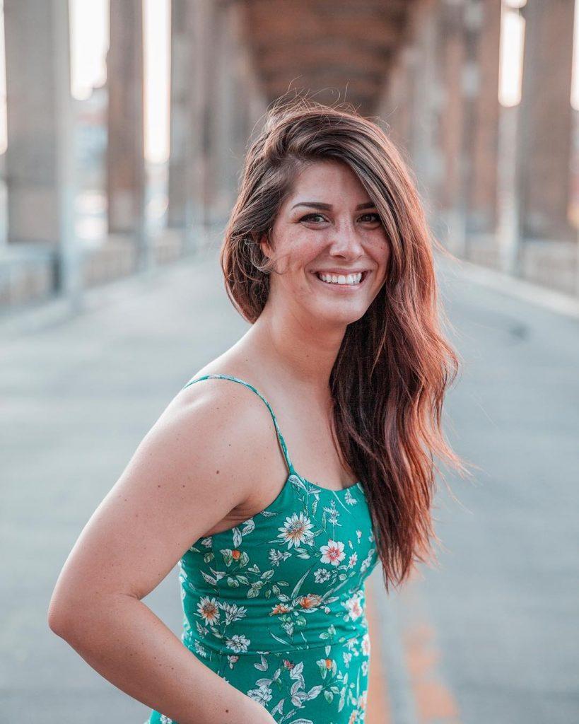 Jess souriant