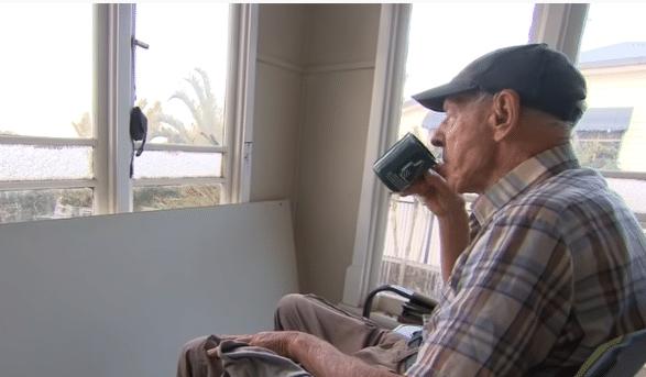 Le vieil homme dans sa maison