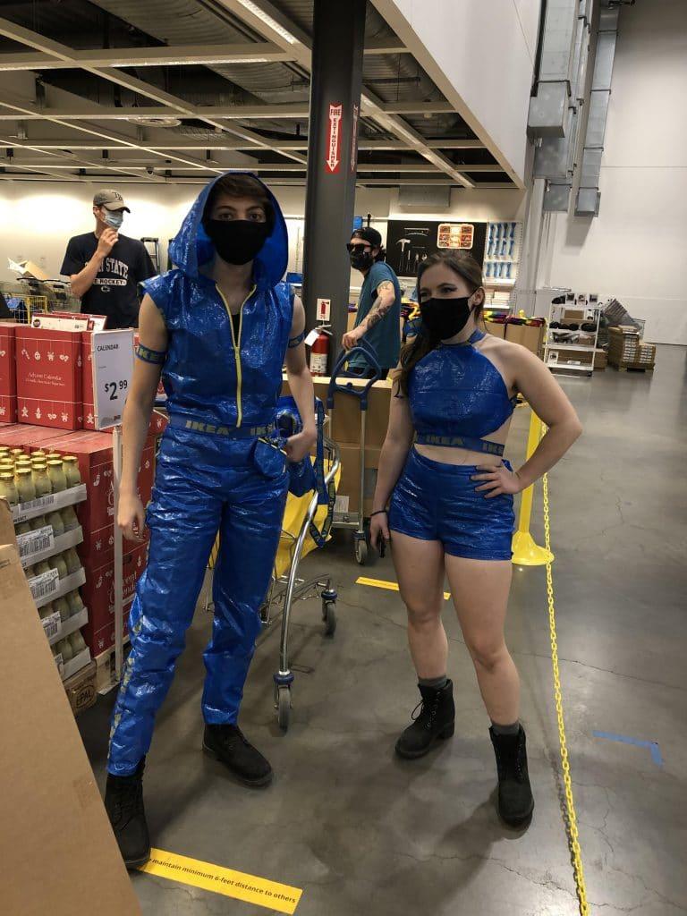 Vêtements en sacs Ikea
