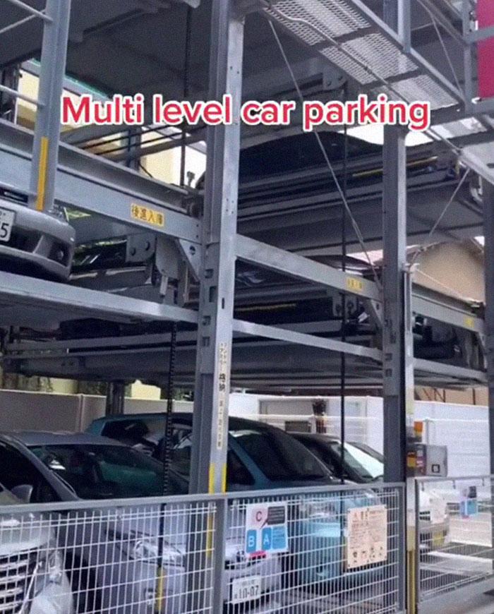 parking à plusieurs niveaux