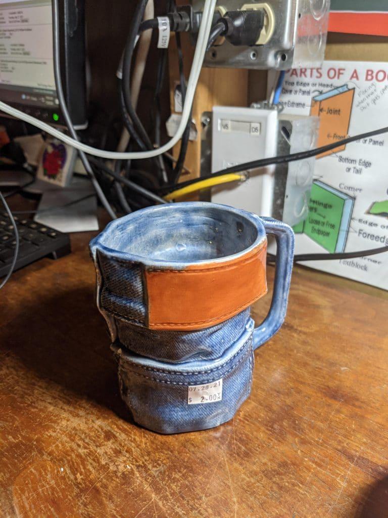 Tasse ressemblant à un jean