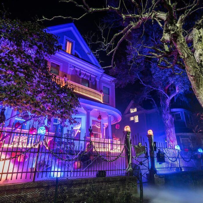 Halloween avec une maison phosphorescente