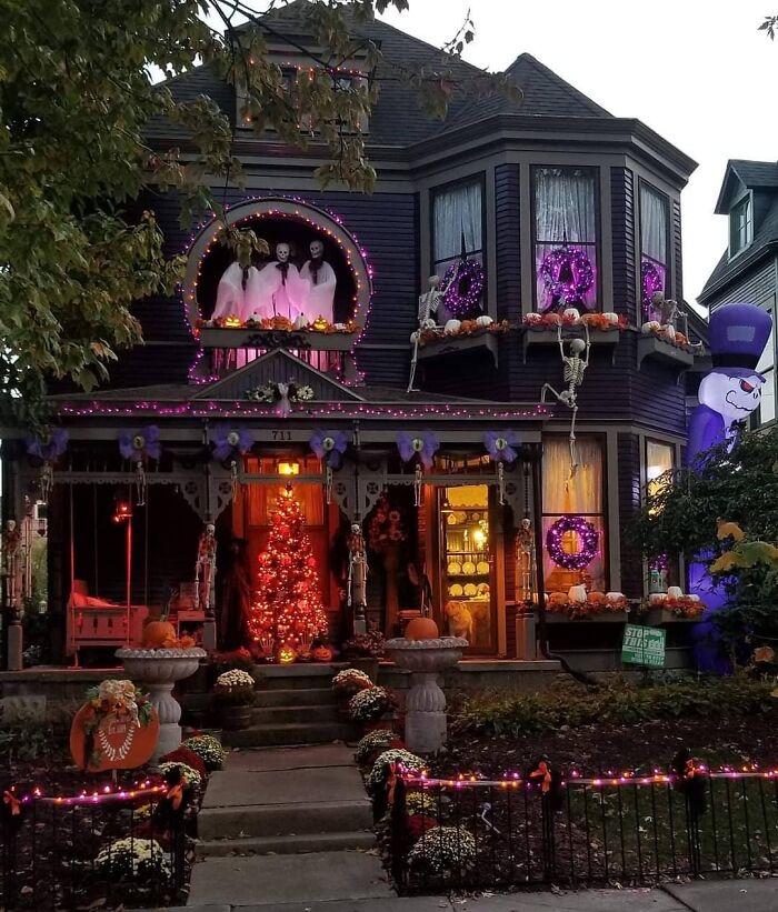 Décoration d'Halloween extérieure pour un manoir